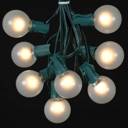 25 G50 Globe Light String Set With Frosted Bulbs On Green Wire